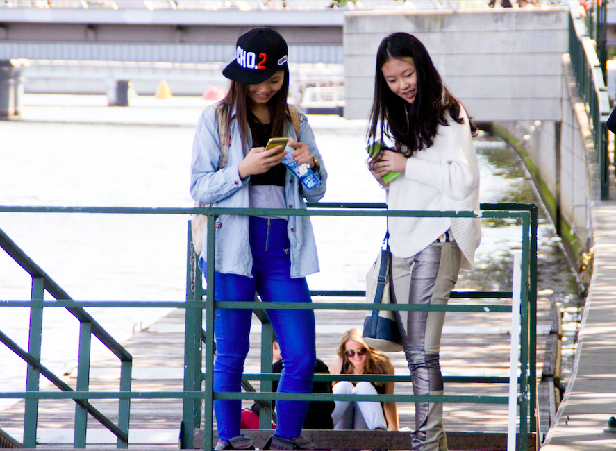 Vic Students Jenni Ji, (L) and  Jasmine spotted by Les Brown Yarra Bank, Melbourne.
