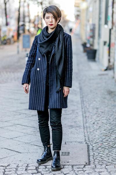 "Berlin: <a href=""http://glamour.de/mode/street-style/coole-looks.com/"">Glamour De Mode</a>"