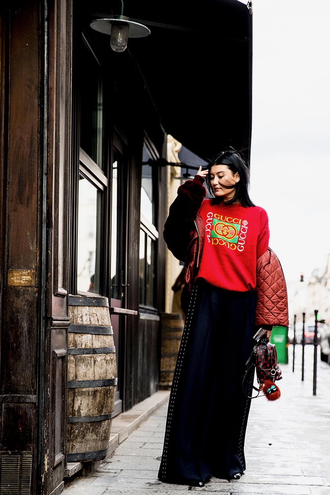 "Paris: <a href=""http://www.thefashionspot.com/"">The Fashion Spot</a>"