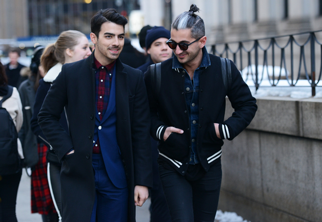 """London:<a href=""""http://newfashionwearout.com/latest-tommy-tons-photo-shoots-street-style-in-london-fashion-show-2014-2015/latest-tommy-tons-photo-shoots-street-style-in-london-fashion-show/"""" target=""""_blank"""">New Fashion Wearout</a>"""