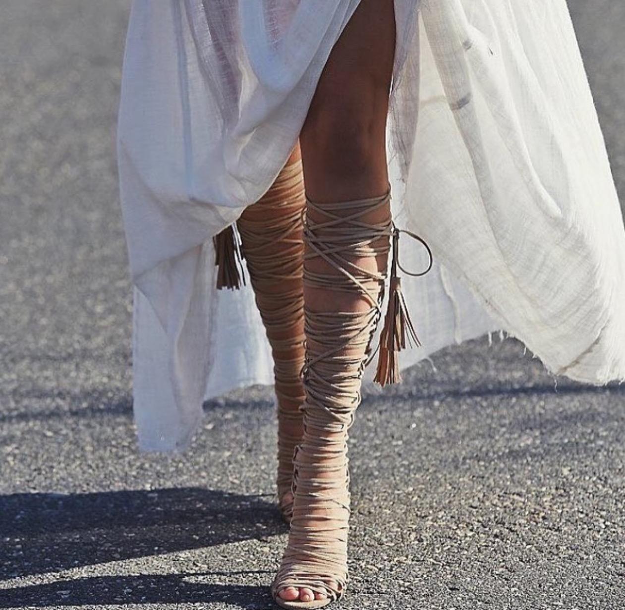 "<a href=""http://www.instagram.com/afashionablelife/"" target=""_blank"">@fashionablelife</a>"