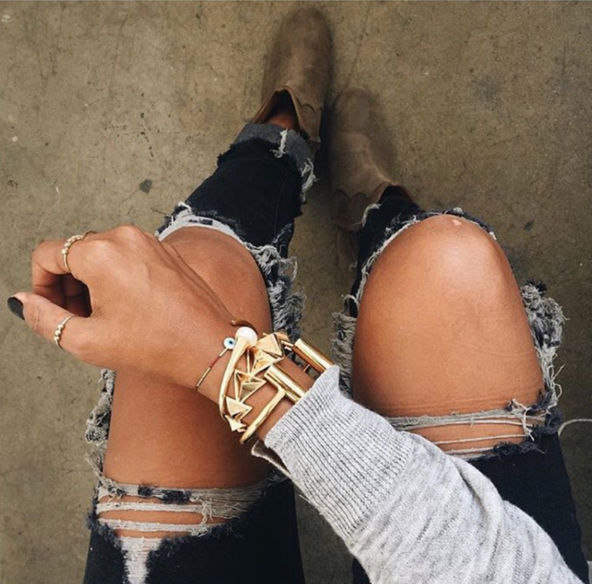 """<a href=""""http://www.instagram.com/sincerelyjules/"""" target=""""_blank"""">@sincerelyjules</a>"""