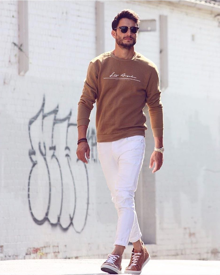 """Melbourne: Style By Trade, Fashion Blogger, """"Spring is coming (at some point soon) so I'm starting to dust off pieces in my wardrobe. First things first, white jeans!"""""""